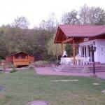 Vereinsheim mit Teich